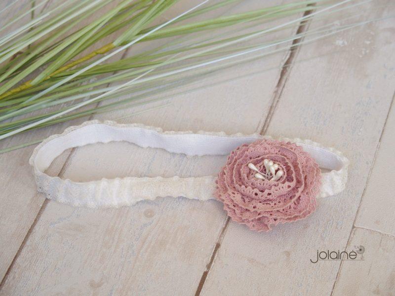 Galvos juosta su pelenų rožės gėle